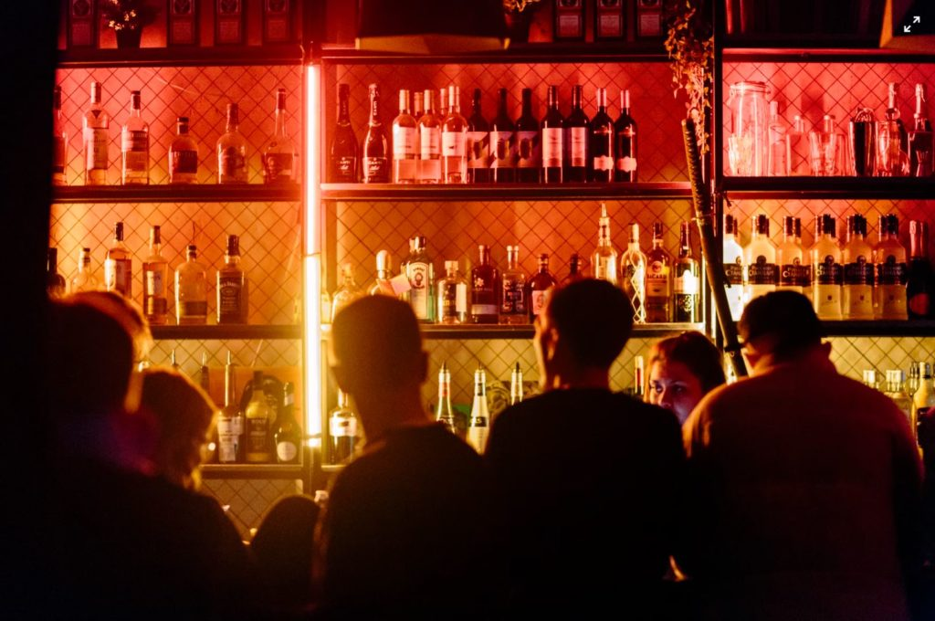lieu de drague bar gay